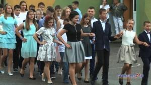 Na zakończenie szkoły bawili się na balu