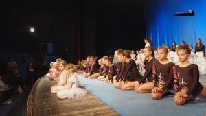 Pokaz tańca i akrobatyki - całość -18.20.2017 r.