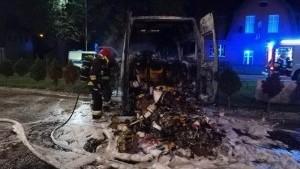 Pożar dostawczaka pod Lidlem. Interweniowała straż pożarna