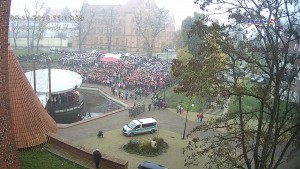 Ponad 1000 osób zaśpiewało w amfiteatrze hymn Polski
