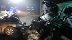 Tragiczny finał czołowego zderzenia. Nie żyje 63-letni kierowca peugeota