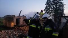 Głębock: Spłonął budynek gospodarczy. Strażacy uratowali dom