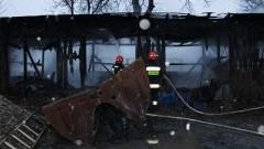 Spłonęły drewniane garaże