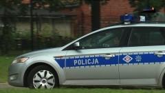 Policjanci eskortowali do szpitala samochód z duszącą się kobietą