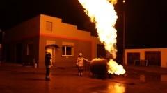 Strażacy ćwiczyli gaszenie zbiornika z gazem