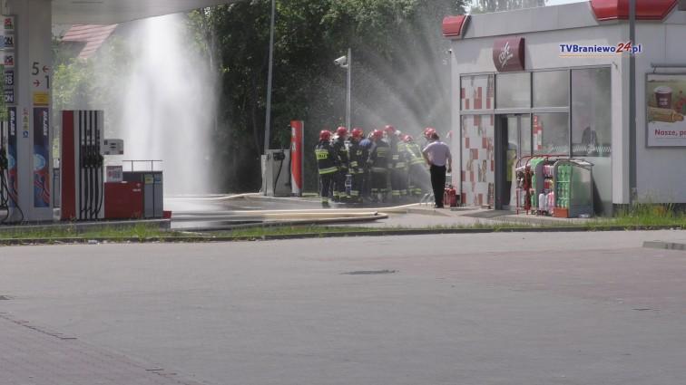 Wyciek gazu na stacji Orlenu. Z pobliskiego sklepu ewakuowano 25 osób