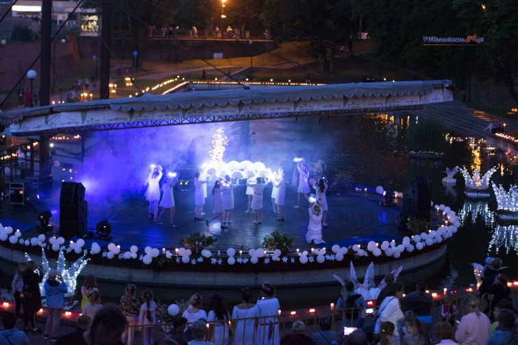 Noc Świętojańska w amfiteatrze. Magiczne widowisko oczarowało publiczność
