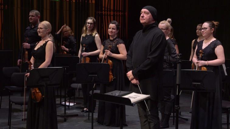 Wirtuoz akordeonu Marcin Wyrostek zagra w towarzystwie Elbląskiej Orkiestry Kameralnej