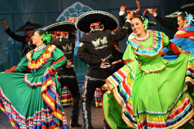 Radośnie i kolorowo - tak minął pierwszy dzień Braniewskiego Festiwalu Folkloru
