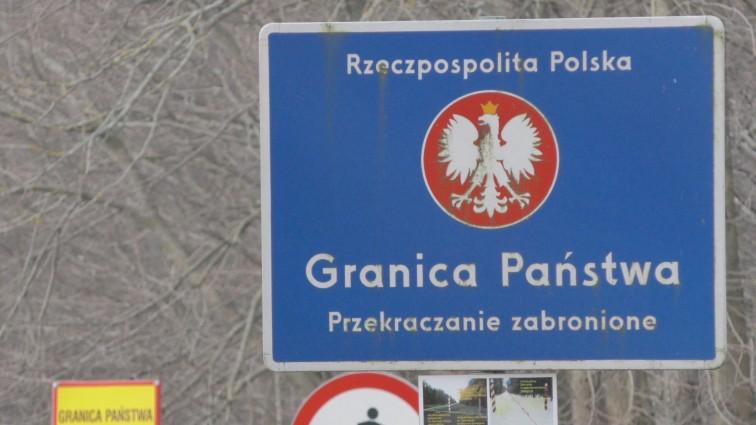 Ciekawski turysta wszedł na pas drogi granicznej. Chciał zobaczyć jak wygląda granica z Rosją