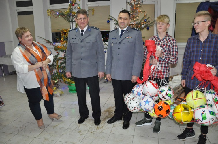 Wyjątkowa wizyta w Domu Dziecka. Policjanci przyszli z prezentami