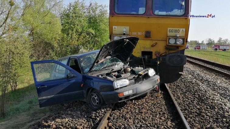 Poważny wypadek na przejeździe kolejowym. Poszkodowaną zabrał śmigłowiec LPR