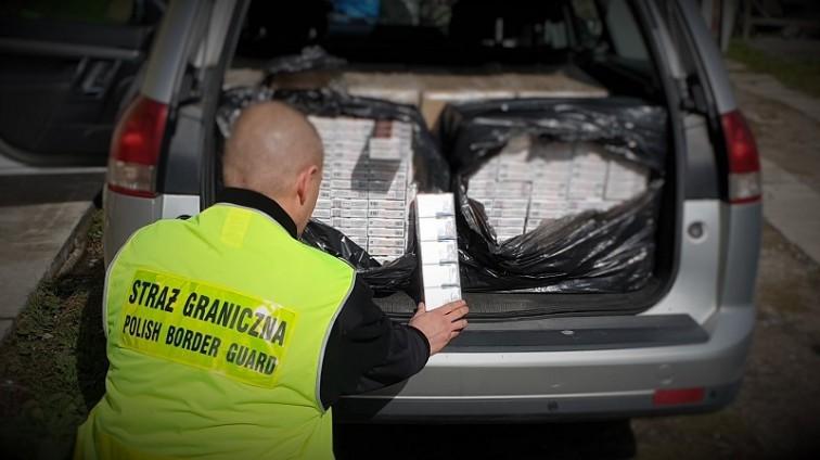 Przewozili papierosy o wartości ponad ćwierć miliona złotych
