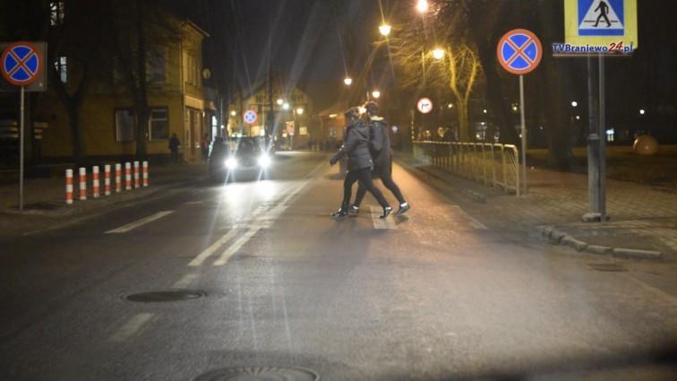 Bądź bezpieczny na drodze. Pieszych też obowiązują przepisy