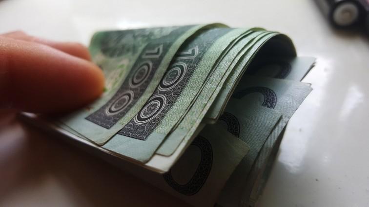 Oszustka podszyła się pod córkę starszej kobiety. Seniorka straciła 18 tysięcy złotych