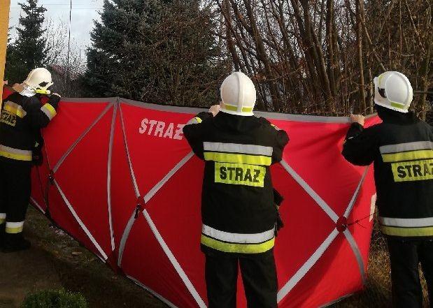 Tragiczny wypadek we Fromborku. Nie żyje mężczyzna, który spadł z dachu
