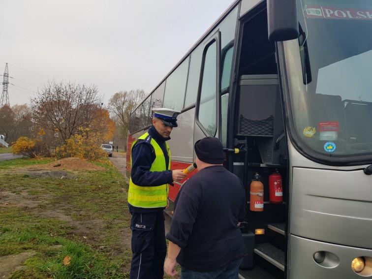 Bezpieczne ferie 2020 - policja uruchomiła stały punkt kontroli autobusów