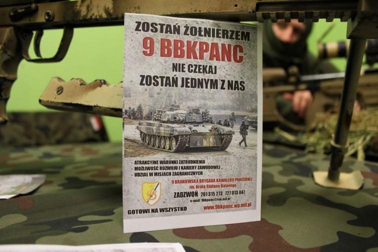 Pancerniacy zachęcają do wstąpienia w szeregi Wojska Polskiego