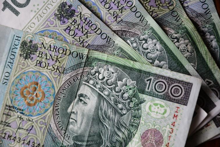 Wypłata trzynastek dla emerytów i rencistów w kwietniu. Sprawdź kto i kiedy dostanie pieniądze