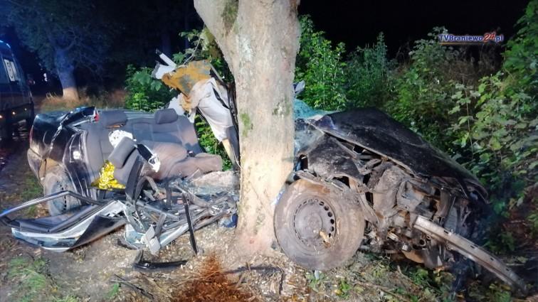 Dramatyczny wypadek pod Braniewem, nie żyje 18-latek. Kierowca i nastoletni pasażerowie trafili do szpitala