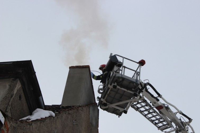 Plaga pożarów sadzy w kominach. Strażacy apelują o ostrożność