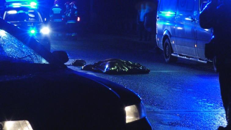 Śmiertelne potrącenie pod Braniewem. Świadkowie: mężczyzna stał na środku drogi [aktualizacja]