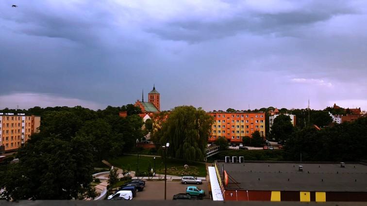 Będzie niebezpiecznie! Nad warmińsko-mazurskie nadciągają burze z gradem