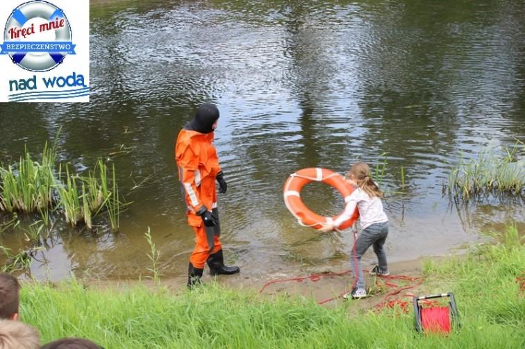 Kręci mnie bezpieczeństwo nad wodą - strażacy edukowali półkolonistów