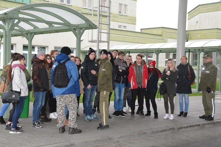 Młodzież z wizytą w Placówce Straży Granicznej