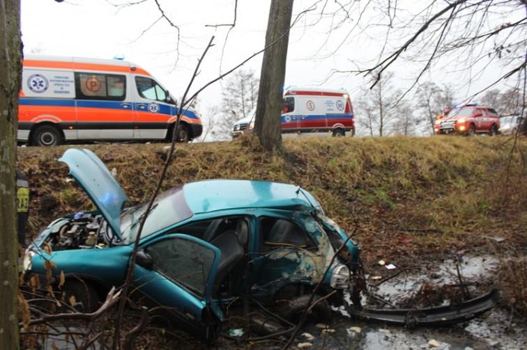 Groźny wypadek pod Braniewem. Trzy osoby trafiły do szpitala