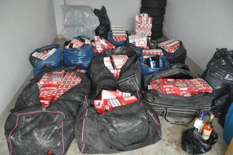 Policjanci z Braniewa przechwycili 8 kg bursztynu i 171 tys. papierosów bez akcyzy
