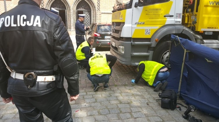 Elbląg: Pod kołami ciężarówki zginęła 87-letnia kobieta.Policja…