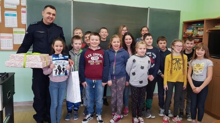 Uczniowie z powiatu braniewskiego na podium wojewódzkiego konkursu plastycznego