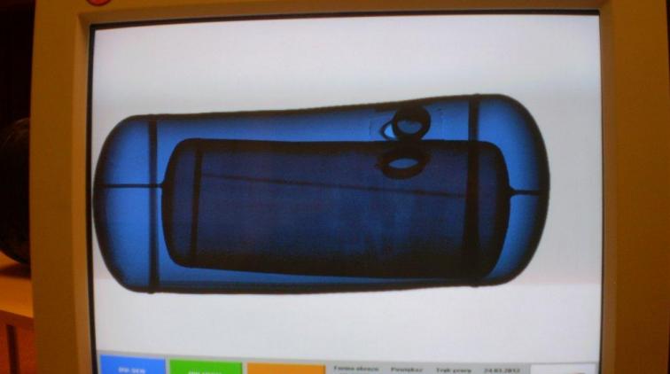 Ukrył papierosy w butli LPG. Stracił kontrabandę i samochód