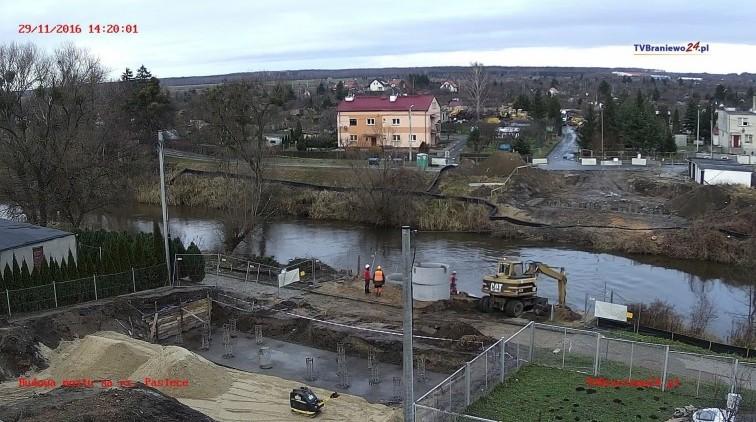Trwa budowa mostu. Zobaczcie jak postępują prace