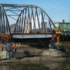 Budowa mostu. Nasunięcie przęsła